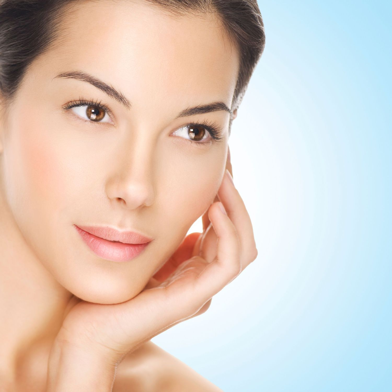 Скрыть пухлые щеки макияжем